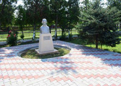 statuie Nicolae Balcescu in curtea primariei - 1920